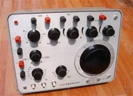 3v,由5节1.5v1号干电串并联供电.