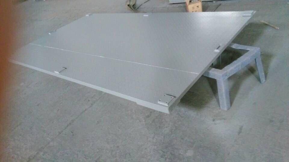 花纹钢防滑不锈钢地磅  不锈钢电子地磅采用全新设计的钢结构秤台,高